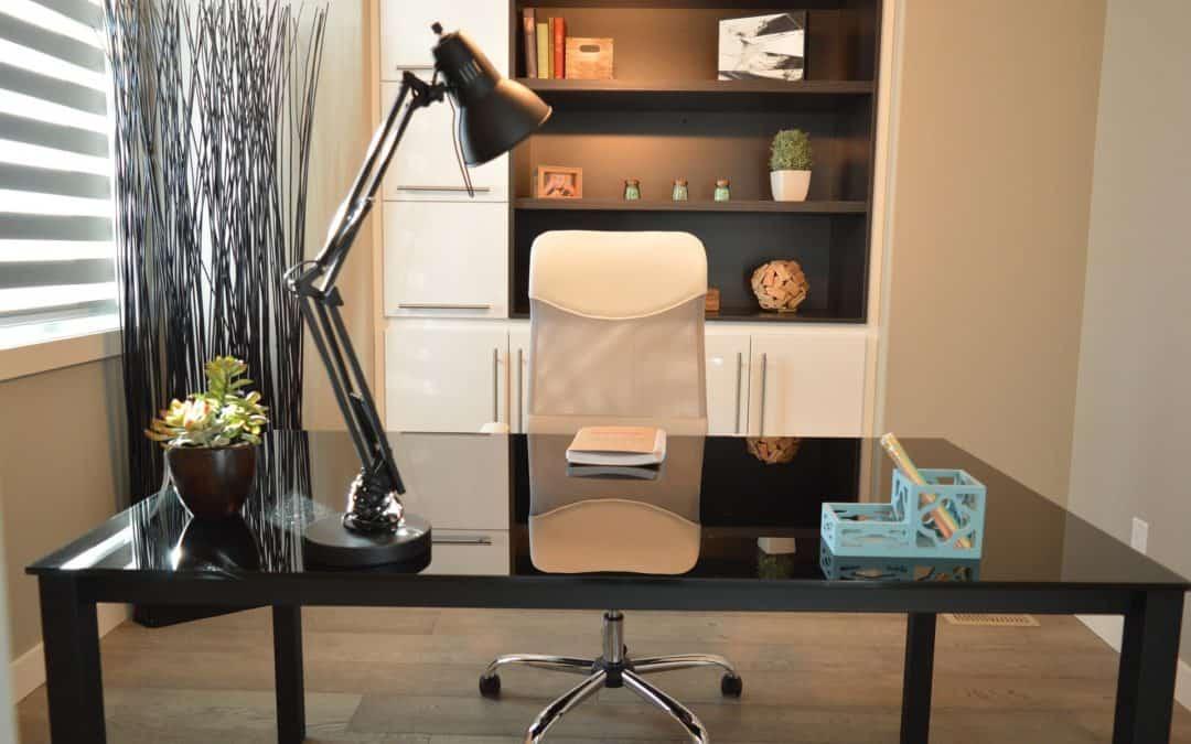 Bureau à la maison ergonomique: 6 trucs pratiques