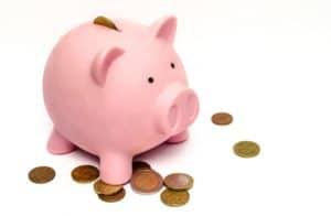 La Conciliation famille-travail constitue un investissement comme ce cochon tirelire avec pièces de monnaie
